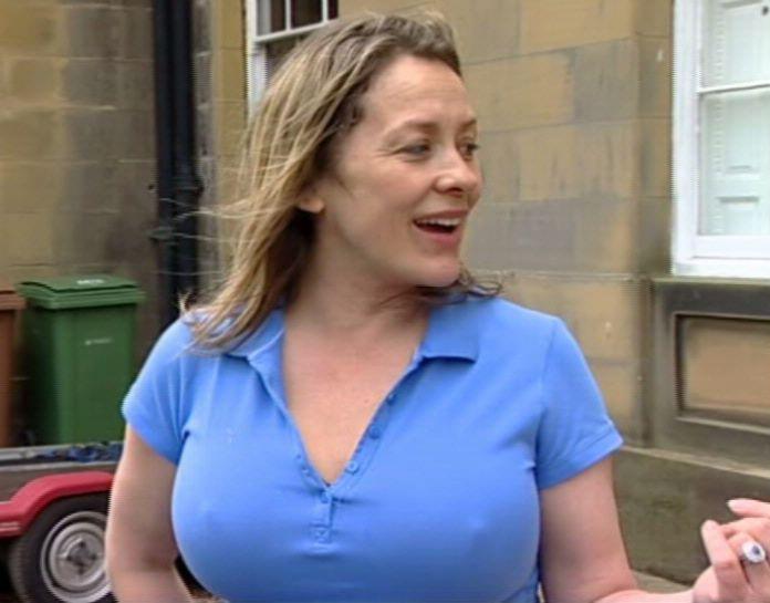 Sarah beeny nipple